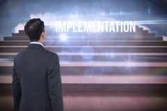 Implementatie tegen stappen tegen blauwe hemel Stock Afbeelding