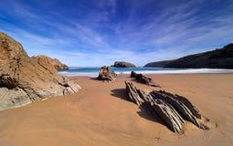 Imponerande föreställning vaggar bildande på kusten av Cantabria, Spanien arkivbild