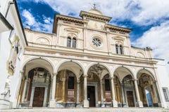 Imponierende Fassade einer Kirche Stockfotografie