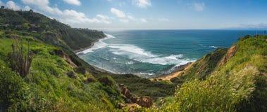 Imponująco blef zatoczki panorama obrazy royalty free