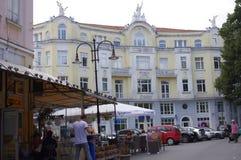 Imponująco budynek biurowy w Varna w Bułgaria fotografia stock