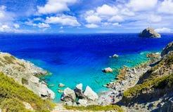 Imponująco dzikie plaże Amorgos wyspa - Agia Anna Grecja Zdjęcia Stock