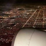 Imponująco samolotowa nadokienna fotografia Miami nocą obrazy stock
