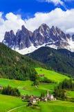 Imponująco Alpejska sceneria - val di Funes w dolomit górach, Zdjęcie Stock