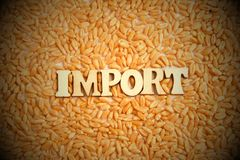 Import av vetekornbegreppet Inskriften av tr royaltyfria foton
