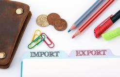 Import och export Mappregister på en vit kontorstabell arkivfoto