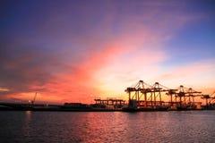 Import- och exporthandel av port transporterar logistik arkivbilder