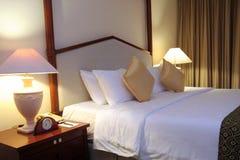 Impostazione della stanza della camera di albergo Immagini Stock Libere da Diritti