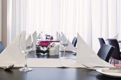 Impostazione della tabella di Restauraant Fotografia Stock Libera da Diritti