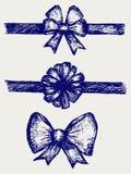 Imposti gli archi del regalo con i nastri illustrazione di stock