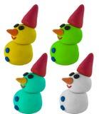 Imposti il pupazzo di neve con il cappello su bianco Immagini Stock