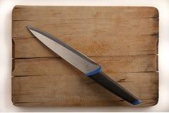 Imposti la lama sulla scheda di taglio Fotografia Stock
