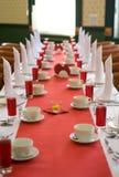 Imposti la tabella nella sala da pranzo Fotografie Stock