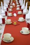 Imposti la tabella nella sala da pranzo Immagine Stock