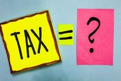 Imposto da escrita do texto da escrita O conceito que significa o pagamento obrigatório dos impostos por povos ao governo aumenta imagens de stock