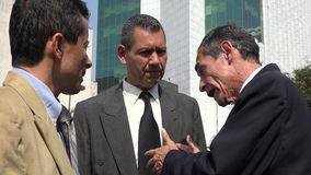 Imprenditore Talking To Employees Immagine Stock