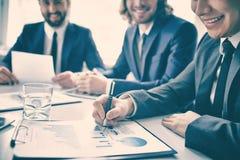 Imprenditori sorridenti soddisfatti del rapporto Fotografia Stock Libera da Diritti