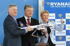 Imprensa-conferência de Ryanair no aeroporto de Kyiv-Boryspil, Ucrânia imagem de stock