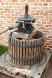 Imprensa de vinho velha fotos de stock royalty free