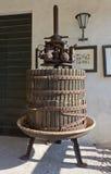 Imprensa de vinho velha foto de stock