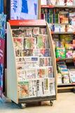 Imprensa e compartimentos no suporte de jornal Fotografia de Stock Royalty Free