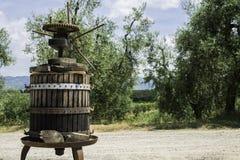 Imprensa verde-oliva de Vinatge imagem de stock royalty free
