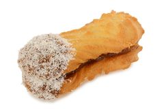 Imprense cookies com coco, oval dado forma enchido com o creme do chocolate imagem de stock royalty free