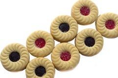 Imprense cookies com o isolador dos doces do creme, do mirtilo e de morango Fotos de Stock Royalty Free
