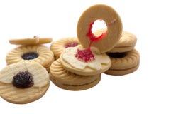 Imprense cookies com o isolador dos doces do creme, do mirtilo e de morango Imagens de Stock Royalty Free