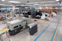 Imprenta (planta de impresión) - línea de acabamiento fotografía de archivo libre de regalías