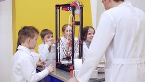 impresión 3D en la educación del ` s de los niños almacen de metraje de vídeo