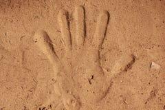 Impresión de la arena de la mano Imagenes de archivo