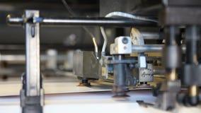 Impresión del funcionamiento compensado del comienzo del papel de máquina Cierre para arriba almacen de video