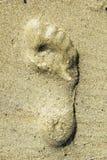 Impresión del pie en la playa Foto de archivo libre de regalías