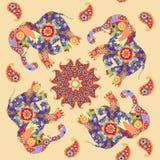 Impresión inconsútil india hermosa con la mandala, Paisley y los elefantes stock de ilustración