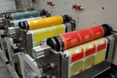 Impresión ULTRAVIOLETA de la prensa del flexo Imagen de archivo libre de regalías