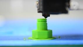 Impresiones de la impresora 3D de HD 1080 de la figura plástica bajo la forma de perno almacen de video