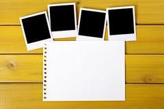 Impresiones en blanco de la foto con el papel rasgado Fotografía de archivo