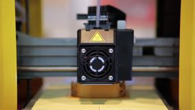 impresora 3D en el trabajo almacen de metraje de vídeo
