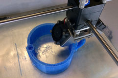 impresora 3D en el trabajo Imagen de archivo libre de regalías