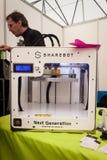impresora 3d en la demostración del robot y de los fabricantes Foto de archivo libre de regalías