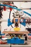 impresora 3d en la demostración del robot y de los fabricantes Fotos de archivo