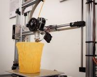 impresora 3d en la demostración del robot y de los fabricantes Imágenes de archivo libres de regalías