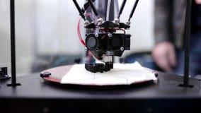 impresora 3D que imprime el objeto metrajes