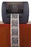 Impresora de la etiqueta de código de barras Foto de archivo