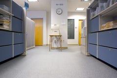 Impresora en espacio de oficina Fotografía de archivo libre de regalías