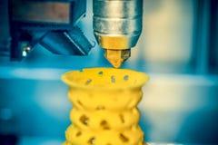 a impressão da impressora 3d objeta o close up amarelo do formulário Imagem de Stock