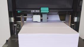 Impressão do folheto vídeos de arquivo