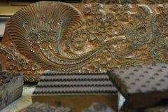 A impressão feito à mão muito velha carimba para a tingidura azul Fotografia de Stock Royalty Free