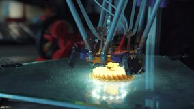 Impressão tridimensional no processo video estoque